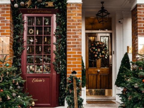 7 идей для украшения двора к Новому году